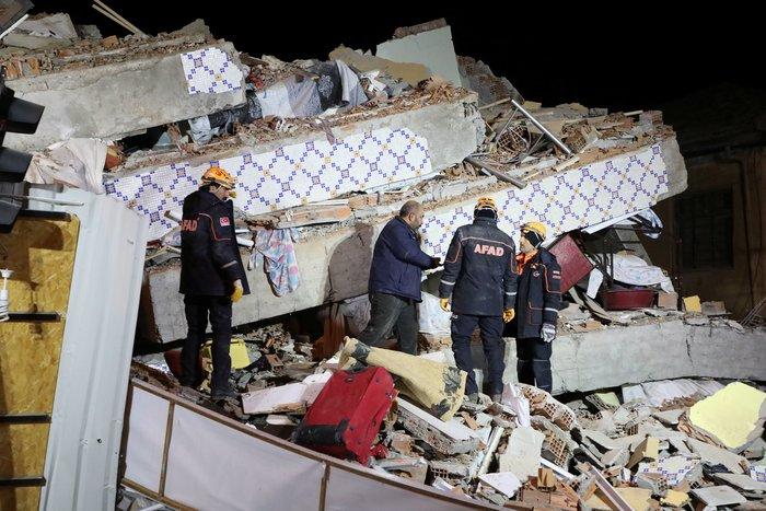 Φονικός σεισμός στην Τουρκία: 21 νεκροί και 1.030 τραυματίες - εικόνα 3