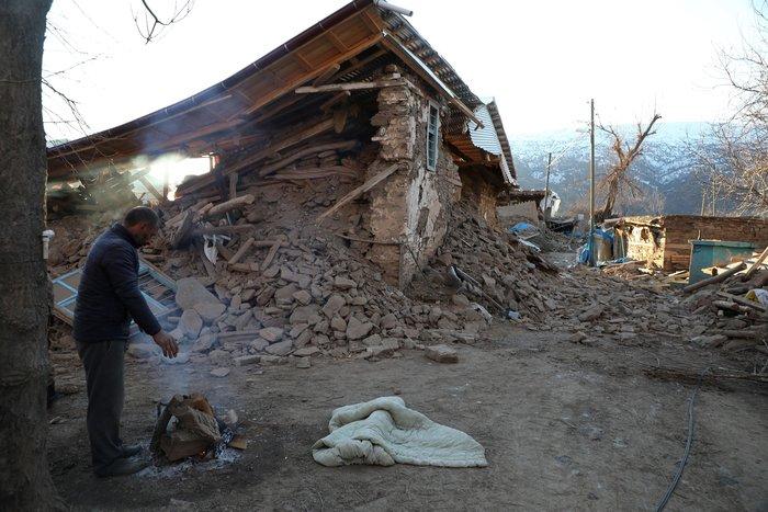 Σεισμός στην Τουρκία: Εγκλωβισμένοι για 12 ώρες στους -12°C - εικόνα 2