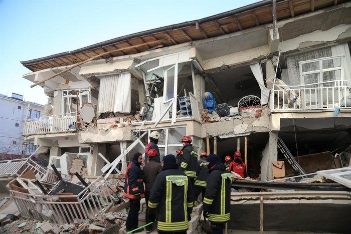 Σεισμός στην Τουρκία: Εγκλωβισμένοι για 12 ώρες στους -12°C - εικόνα 3