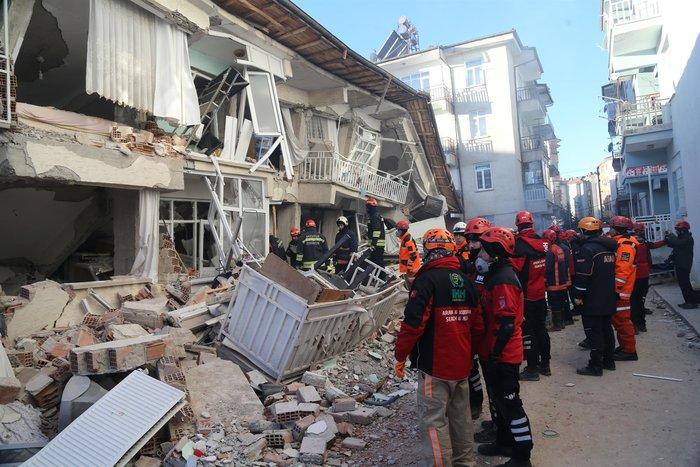 Σεισμός στην Τουρκία: Εγκλωβισμένοι για 12 ώρες στους -12°C - εικόνα 4