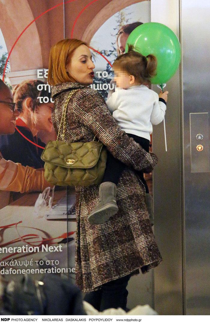 Ελεονώρα Μελέτη: Φόρεσε τις ίδιες μπότες με την κόρη της [Εικόνες] - εικόνα 2