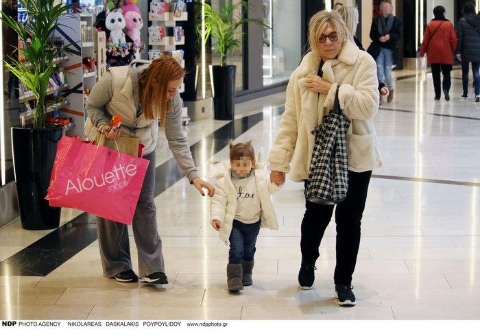 Ελεονώρα Μελέτη: Φόρεσε τις ίδιες μπότες με την κόρη της [Εικόνες] - εικόνα 4