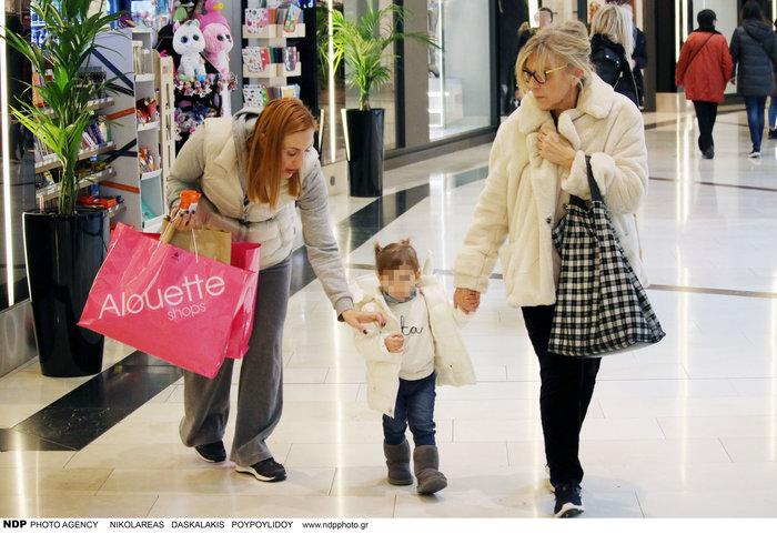 Ελεονώρα Μελέτη: Φόρεσε τις ίδιες μπότες με την κόρη της [Εικόνες] - εικόνα 5