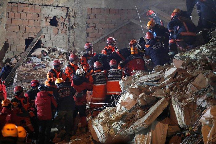 Σεισμός στην Τουρκία: 31 νεκροί, «χάθηκε» η επαρχία Ελαζίγ