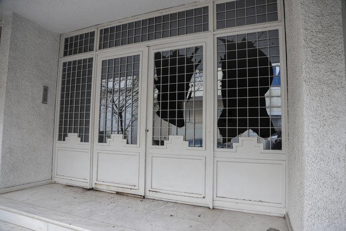 Ισχυρή έκρηξη έξω από σπίτι εφοπλιστή στον Πειραιά - εικόνα 2