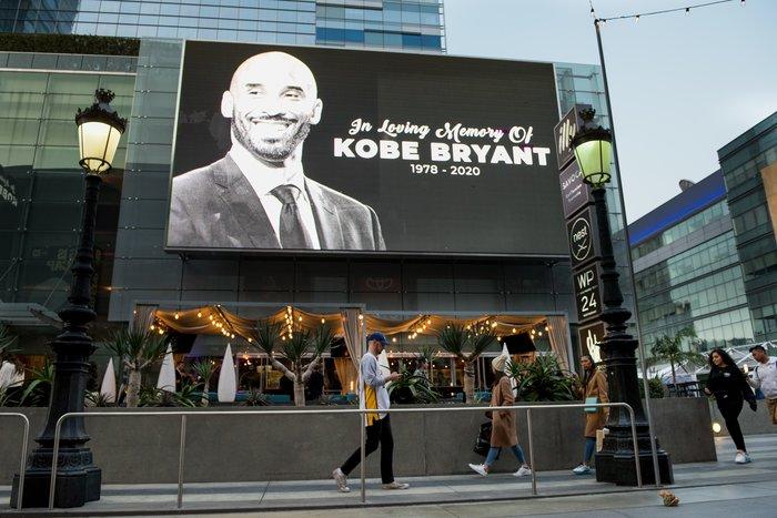 Θρήνος στο Λος Αντζελες: Κεριά & λουλούδια για τον Κόμπι Μπράιαντ [εικόνες]