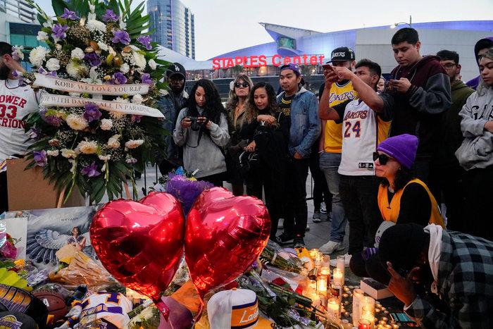 Θρήνος στο Λος Αντζελες: Κεριά & λουλούδια για τον Κόμπι Μπράιαντ [εικόνες] - εικόνα 4