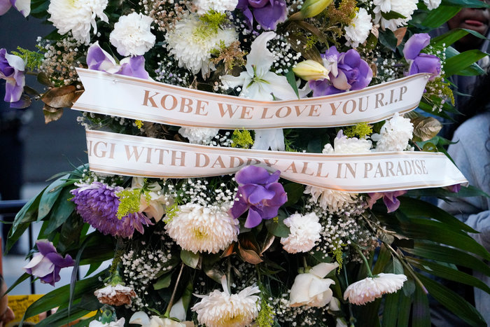 Θρήνος στο Λος Αντζελες: Κεριά & λουλούδια για τον Κόμπι Μπράιαντ [εικόνες] - εικόνα 5