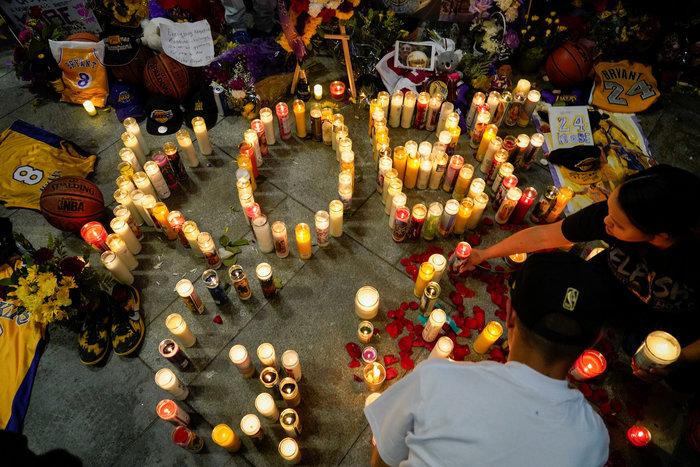 Θρήνος στο Λος Αντζελες: Κεριά & λουλούδια για τον Κόμπι Μπράιαντ [εικόνες] - εικόνα 6