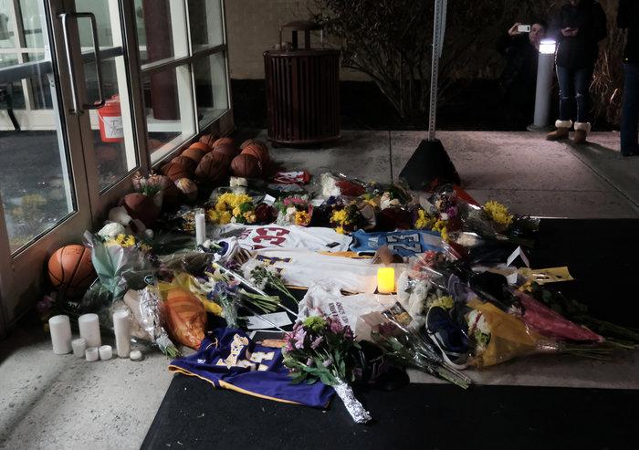 Θρήνος στο Λος Αντζελες: Κεριά & λουλούδια για τον Κόμπι Μπράιαντ [εικόνες] - εικόνα 9