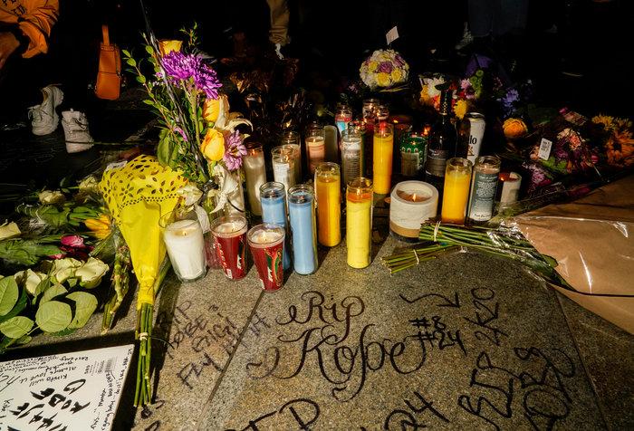 Θρήνος στο Λος Αντζελες: Κεριά & λουλούδια για τον Κόμπι Μπράιαντ [εικόνες] - εικόνα 11