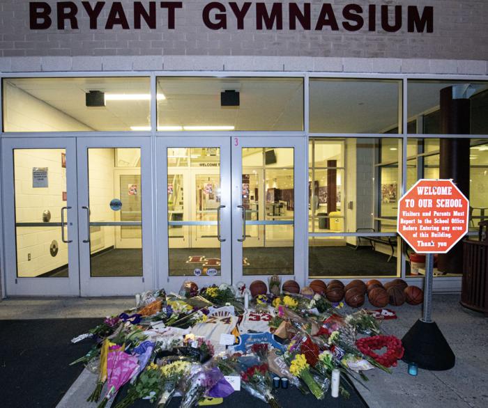 Θρήνος στο Λος Αντζελες: Κεριά & λουλούδια για τον Κόμπι Μπράιαντ [εικόνες] - εικόνα 12