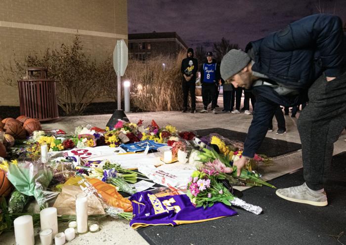 Θρήνος στο Λος Αντζελες: Κεριά & λουλούδια για τον Κόμπι Μπράιαντ [εικόνες] - εικόνα 13