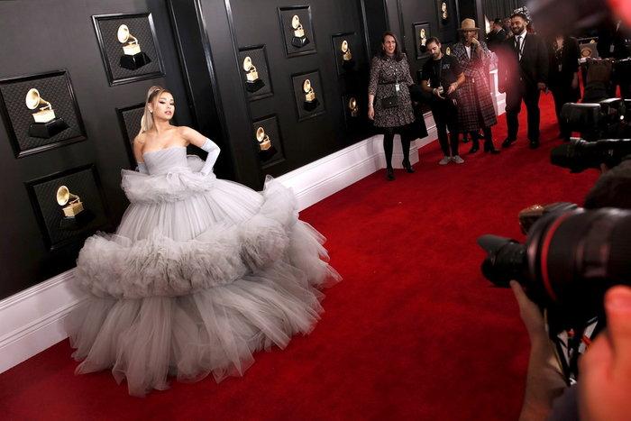 Grammy 2020: Το τεράστιο τούλινο φόρεμα της Αριάνα Γκράντε και τα εσώρουχα - εικόνα 2