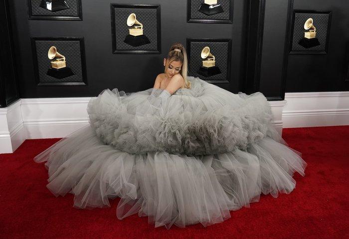 Grammy 2020: Το τεράστιο τούλινο φόρεμα της Αριάνα Γκράντε και τα εσώρουχα - εικόνα 6