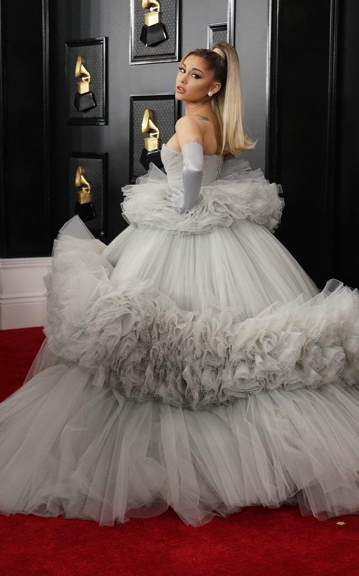 Grammy 2020: Το τεράστιο τούλινο φόρεμα της Αριάνα Γκράντε και τα εσώρουχα - εικόνα 3