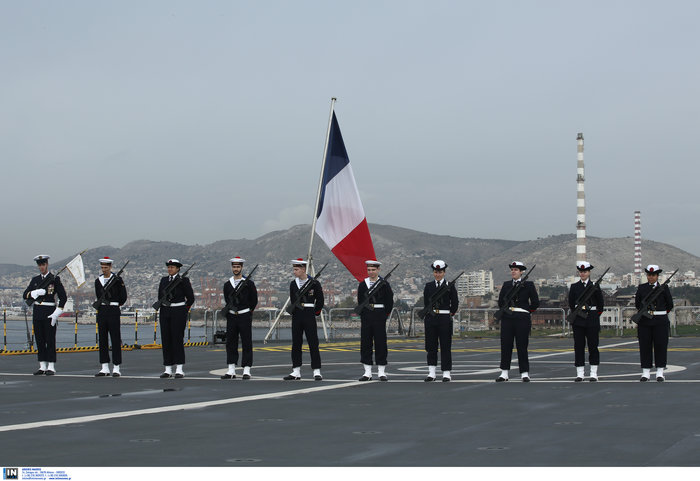 Ενα υπερσύγχρονο γαλλικό ελικοπτεροφόρο στο λιμάνι του Πειραιά- Το Dixmude - εικόνα 3