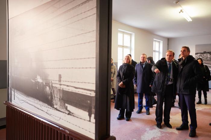 Μητσοτάκης στο Άουσβιτς: Μην ζήσουμε ποτέ ξανά τέτοια τραγωδία - εικόνα 4
