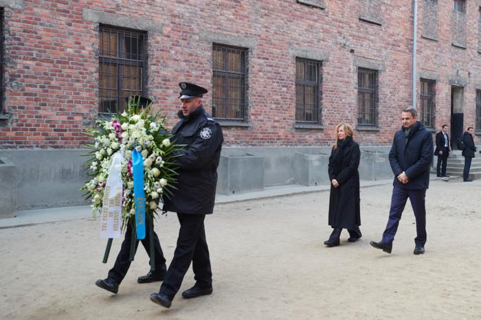 Μητσοτάκης στο Άουσβιτς: Μην ζήσουμε ποτέ ξανά τέτοια τραγωδία - εικόνα 6