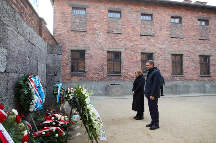 Μητσοτάκης στο Άουσβιτς: Μην ζήσουμε ποτέ ξανά τέτοια τραγωδία - εικόνα 7