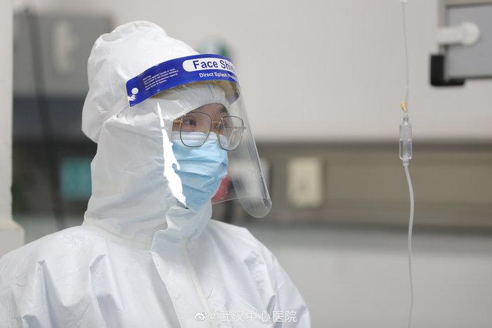 «Παλεύοντας» με τον κοροναϊό μέσα σε νοσοκομείο στην Ουχάν - εικόνα 2