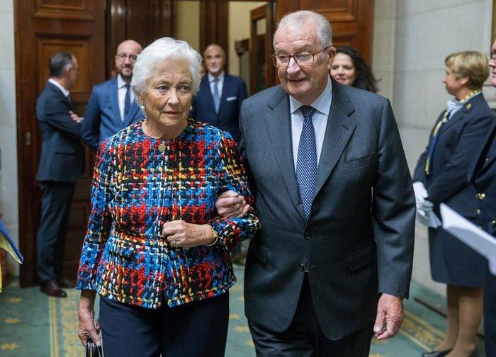 Με το ...ζόρι ο πρώην βασιλιάς του Βελγίου παραδέχτηκε τη νόθα κόρη του - εικόνα 4