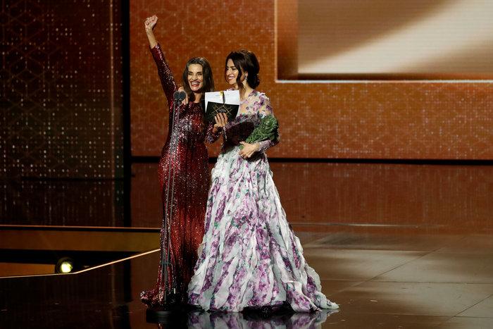 Πενέλοπε Κρουζ: Εμφάνιση με παραμυθένιο φόρεμα στα βραβεία Γκόγια - εικόνα 2