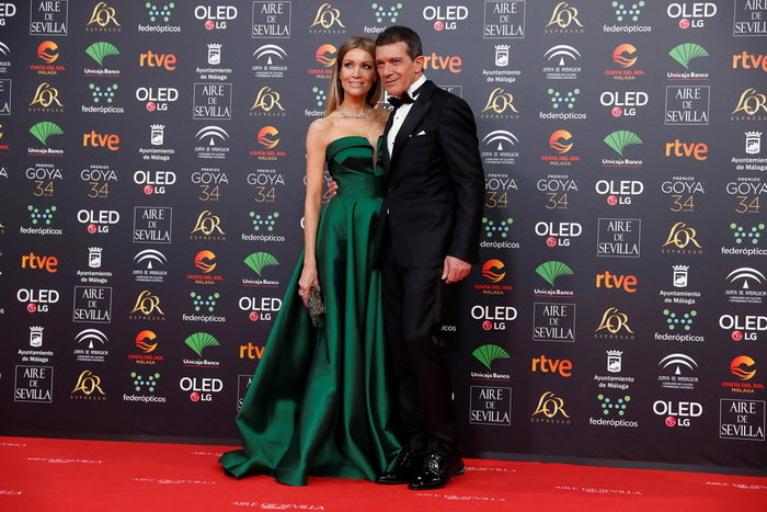 O 59χρονος Αντόνιο Μπαντέρας με την κούκλα 39χρονη σύντροφό του [Εικόνες]