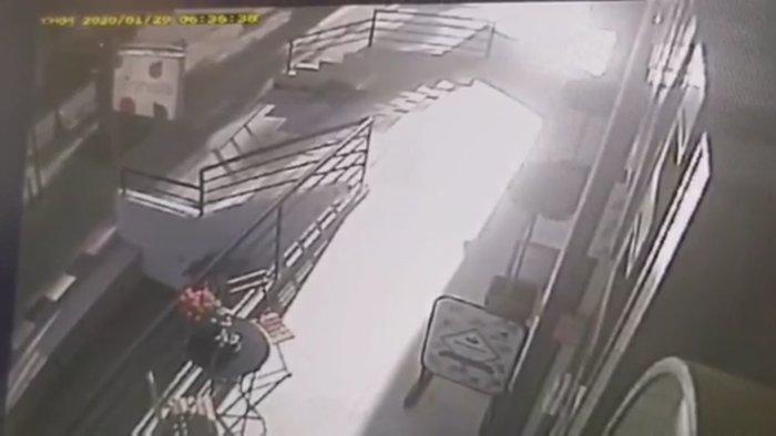 Οι πρώτες εικόνες της σύλληψης των τρομοκρατών από κάμερα - εικόνα 2