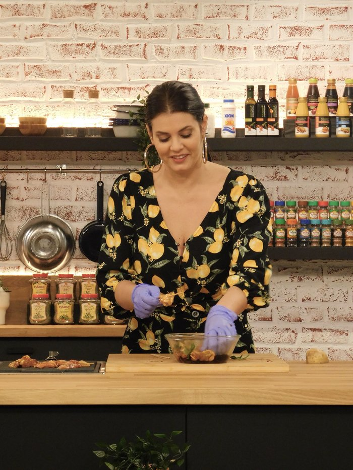 Η Κορινθίου πιο σέξι από ποτέ μαγειρεύει για τον Σκαρμούτσο - εικόνα 2