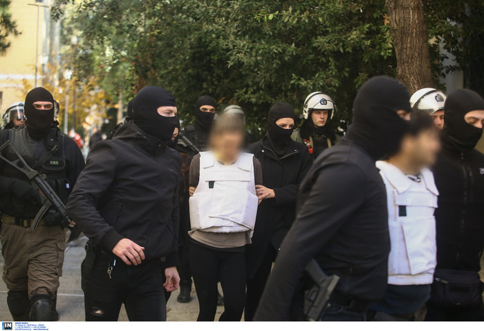 """Ο τοξοβόλος στην Ευελπίδων- Τον """"αποθέωσαν"""" οι αντεξουσιαστές - εικόνα 3"""