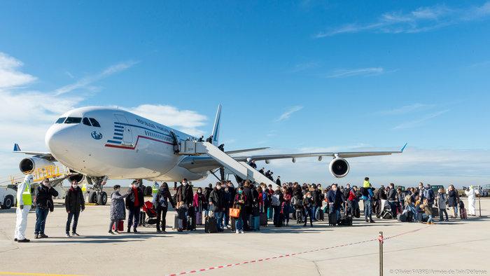 Κοροναϊός:Γιγάντια εκστρατεία μεταφοράς πολιτών απο την Κίνα - εικόνα 5