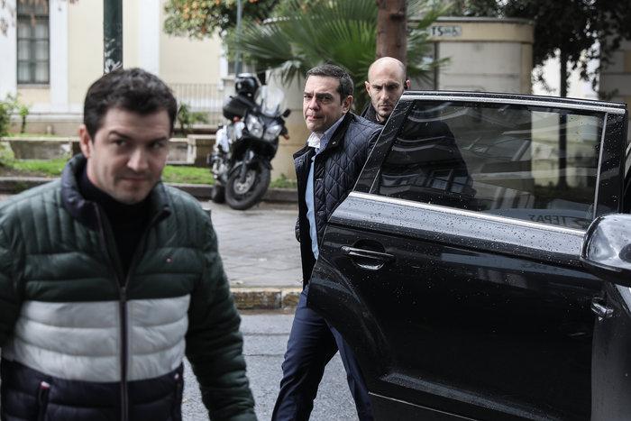 Πολύ «μουτρωμένος» ο Τσίπρας στην Πολιτική Γραμματεία ΣΥΡΙΖΑ