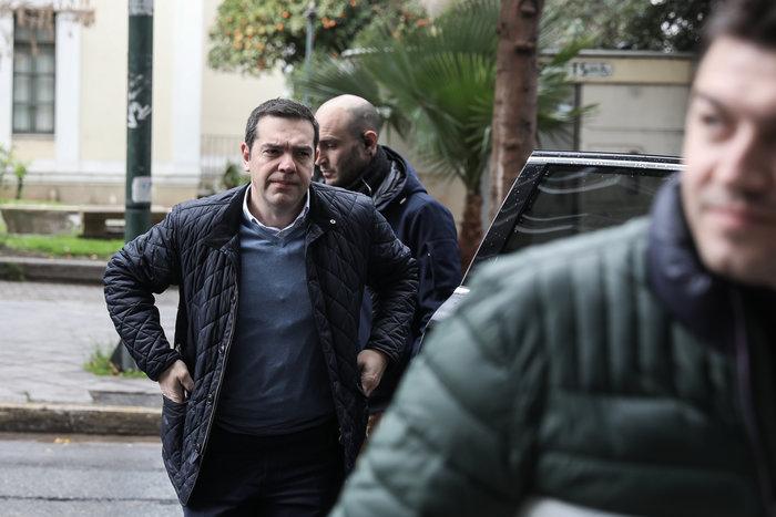 Πολύ «μουτρωμένος» ο Τσίπρας στην Πολιτική Γραμματεία ΣΥΡΙΖΑ - εικόνα 2