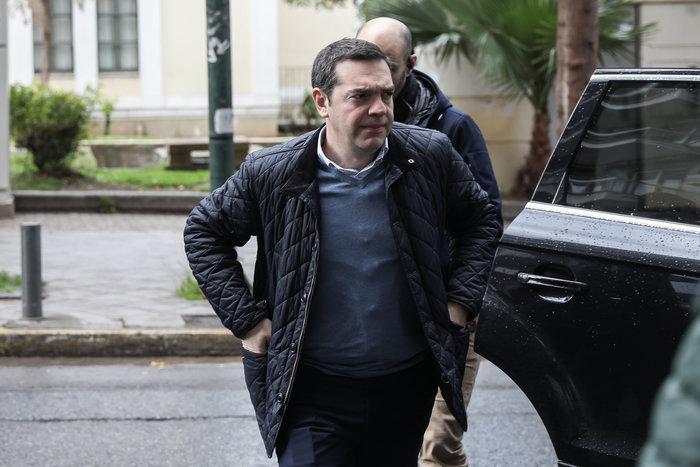 Πολύ «μουτρωμένος» ο Τσίπρας στην Πολιτική Γραμματεία ΣΥΡΙΖΑ - εικόνα 3