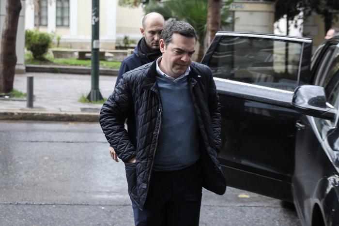 Πολύ «μουτρωμένος» ο Τσίπρας στην Πολιτική Γραμματεία ΣΥΡΙΖΑ - εικόνα 4