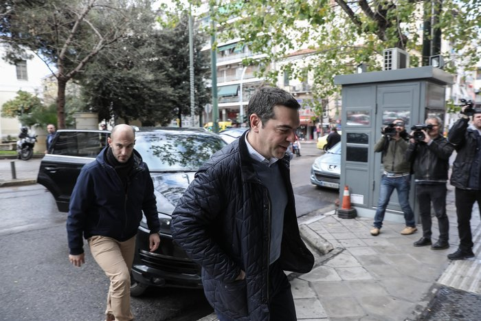 Πολύ «μουτρωμένος» ο Τσίπρας στην Πολιτική Γραμματεία ΣΥΡΙΖΑ - εικόνα 7