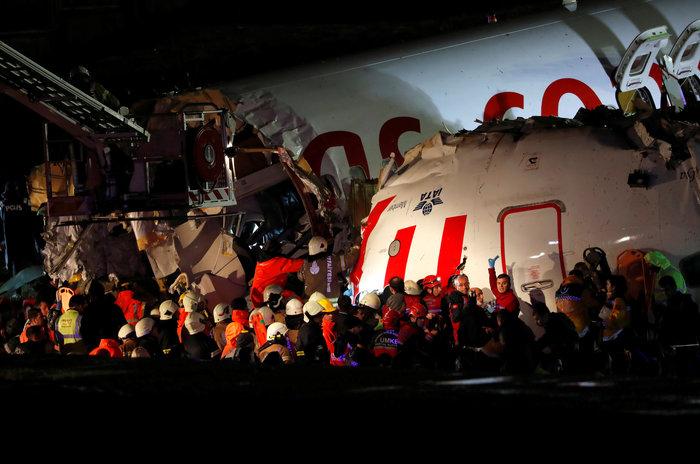 Τουρκία: Αεροσκάφος κόπηκε στα τρία, δεκάδες τραυματίες - εικόνα 2