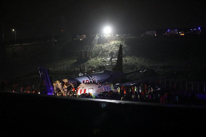 Τουρκία: Αεροσκάφος κόπηκε στα τρία, δεκάδες τραυματίες - εικόνα 4