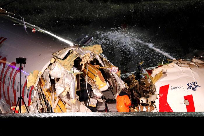 Τουρκία: Αεροσκάφος κόπηκε στα τρία, δεκάδες τραυματίες - εικόνα 5