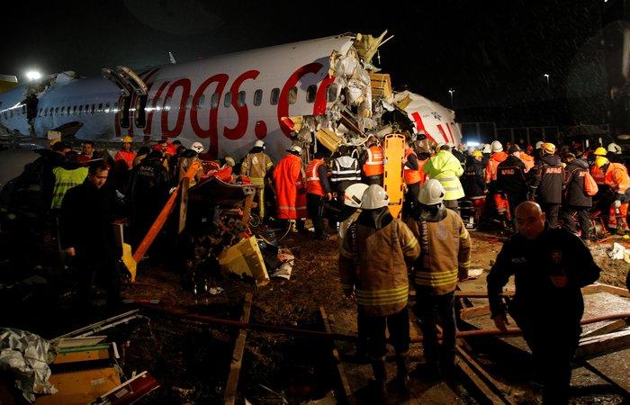 Τουρκία: Αεροσκάφος κόπηκε στα τρία, δεκάδες τραυματίες - εικόνα 3