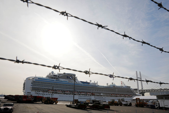 """Κορονοϊος: """"Μολυσμένη φυλακή"""" - Μαρτυρίες σοκ από τα πλοία σε καραντίνα"""