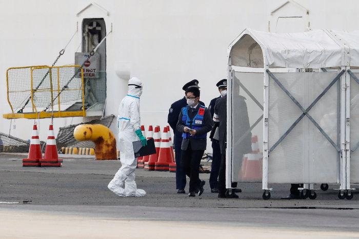 """Κορονοϊος: """"Μολυσμένη φυλακή"""" - Μαρτυρίες σοκ από τα πλοία σε καραντίνα - εικόνα 2"""