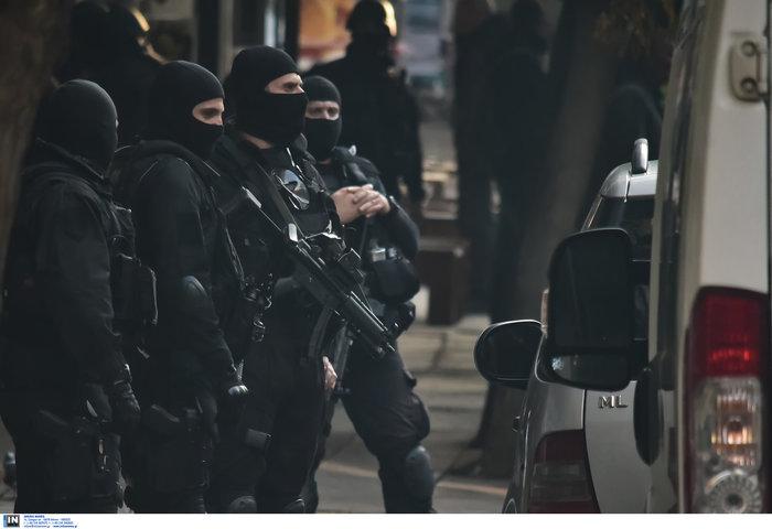 Φωτό - ντοκουμέντο: Πυροβολισμοί & σύλληψη 3 Αλβανών κακοποιών - εικόνα 7
