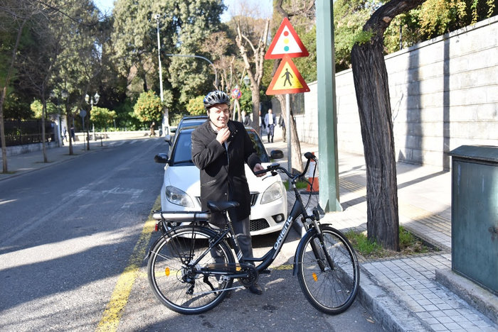 O πρόεδρος της ΚΕΔΕ πήγε στο Μαξίμου με ηλεκτρικό ποδήλατο! - Βίντεο - εικόνα 2