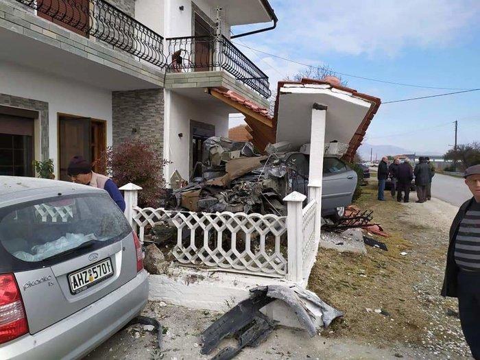 Ξάνθη: Διακινητής μεταναστών προσπάθησε να διαφύγει και έπεσε σε σπίτι - εικόνα 2