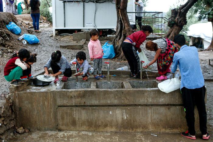 Guardian: Ο ΟΗΕ φοβάται πανδημία και ζητεί επείγουσα εκκένωση της Μόριας - εικόνα 2