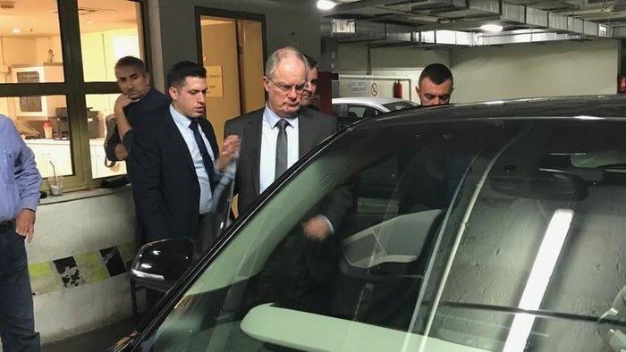 Ηλεκτρικά αυτοκίνητα για βουλευτές - BMW ζήτησε ο Κατρούγκαλος