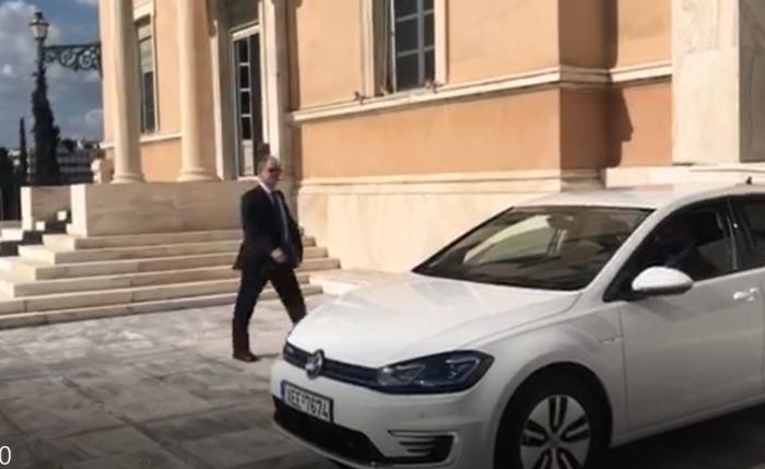 Η νέα «ηλεκτρική λιμουζίνα» του προέδρου της Βουλής είναι ένα...Golf