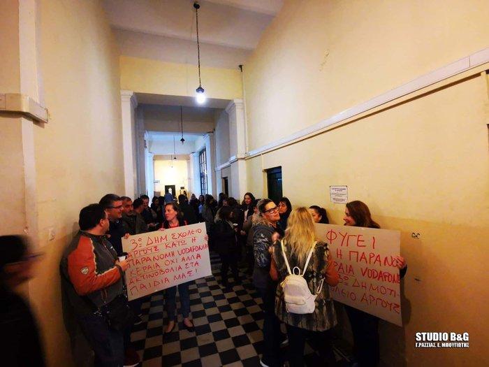 SOS μαθητών για τις κεραίες στο Ναύπλιο-Λουκέτο σε σχολείο - εικόνα 2